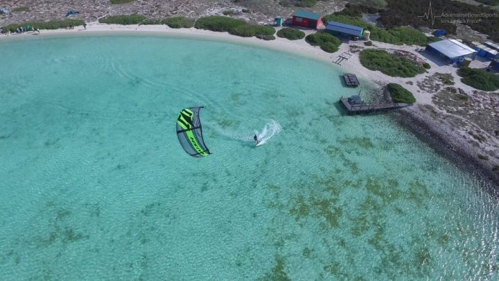 lone kiter - Abrohlos Islands